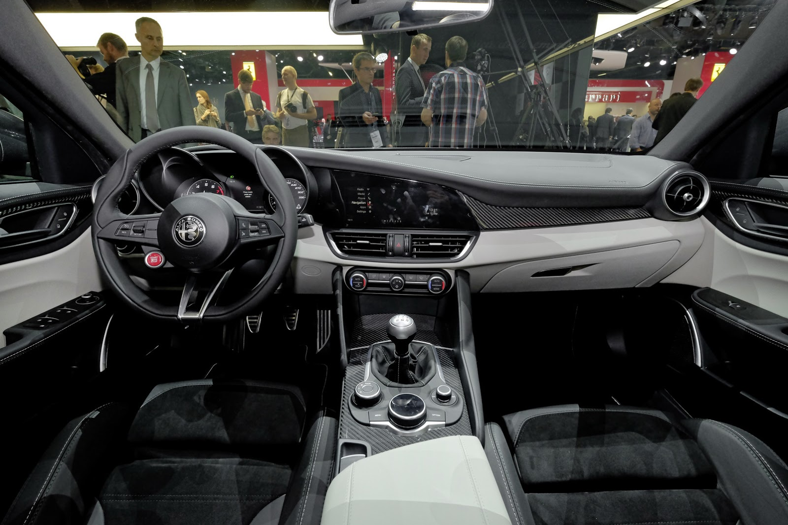 Alfa-Romeo-Giulia-QV-121
